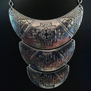 Jewelry - SALE!!! NWOT Silver statement necklace